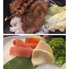 Photo taken at Hana Japanese Restaurant by Margareth V. on 4/2/2015