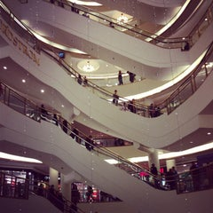 Photo taken at Westfield San Francisco Centre by Marige B. on 12/23/2012
