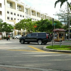 Photo taken at Midtown Miami by Otoniel T. on 10/17/2015