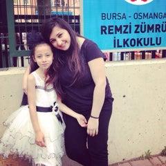 Photo taken at Remzi Zümrüt İlk Öğretim Okulu by Halenur T. on 4/23/2016