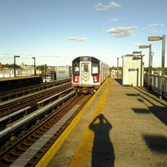 Photo taken at MTA Subway - Castle Hill Ave (6) by 🔌Malectro 7. on 9/23/2012