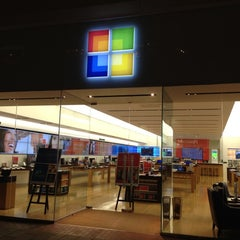 Photo taken at Microsoft Store by Masahiro O. on 2/9/2012