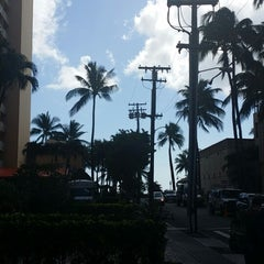 Photo taken at Royal Garden at Waikiki Hotel by Raed A. on 8/14/2014