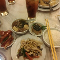 Photo taken at Grand Ocean International Seafood Restaurant by fang f. on 7/26/2014