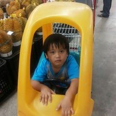 Photo taken at Carrefour by Arin Aisah A. on 5/23/2015