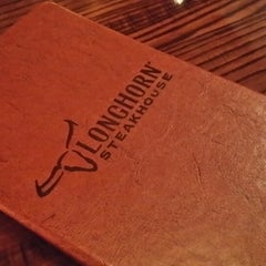 Photo taken at LongHorn Steakhouse by Evie T. on 6/18/2014