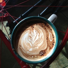 Photo taken at Mugs Coffee Lounge @ The Oval by Michael D. on 12/22/2012