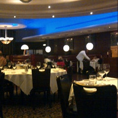 Photo taken at Oceanaire Seafood Room by Fatima Al Slail on 11/10/2012