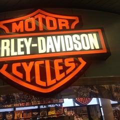 Photo taken at Windy City Harley-Davidson by Eddie K. on 11/25/2013