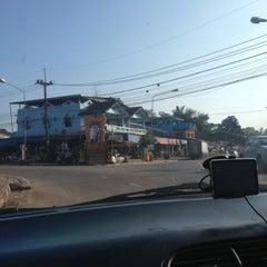 Photo taken at ตลาดทุ่งสมอ by Pachara P. on 10/20/2012