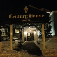 Photo taken at Clarion Hotel at The Century House by Sherry R. on 2/11/2013