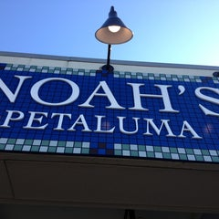 Photo taken at Noah's New York Bagels by Mary Rose P. on 8/1/2013