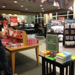 Photo taken at Barnes & Noble by Mujdat G. on 2/10/2013