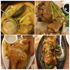 Photo taken at Max's Restaurant by Lalaine O. on 12/27/2014