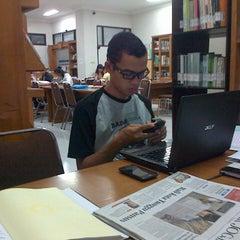 Photo taken at Perpustakaan FISIP UPN Veteran Yogyakarta by Harry M. on 5/6/2013