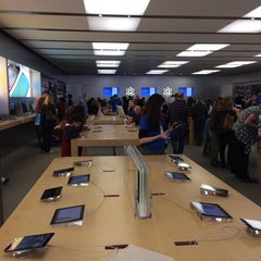 Photo taken at Apple Store, Bethesda Row by Igor K. on 11/1/2013