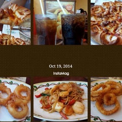 Photo taken at The Pizza Company (เดอะ พิซซ่า คอมปะนี) by Aon l. on 10/19/2014