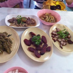 Photo taken at ข้าวต้มปฐม by Chanikan J. on 11/29/2014