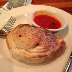 Photo taken at Claim Jumper by Stephanie S. on 11/26/2012