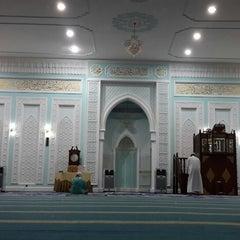 Photo taken at Masjid Ridzwaniah by akmal hakim idrus on 12/24/2013