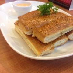 Photo taken at Pizza Hut (พิซซ่า ฮัท) by Nutnuts S. on 6/20/2014