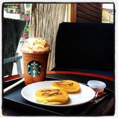 Photo taken at Starbucks (สตาร์บัคส์) by Mod J. on 9/21/2012