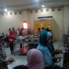 Photo taken at Rumah Makan Taman Sari by Occid R. on 5/31/2014