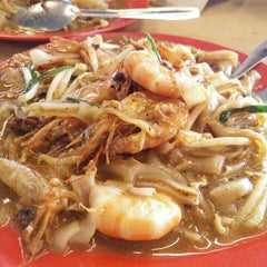 Photo taken at Adam Char Koey Teow by aisyah h. on 5/23/2016