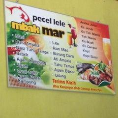 Photo taken at Pecel Lele Mbak Mar by Hendry B. on 8/23/2015