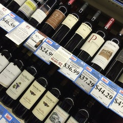 Photo taken at Tamura's Fine Wine & Liquors by Triya R. on 4/12/2015