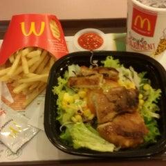 Photo taken at McDonald's / McCafé by Miza M. on 8/25/2014