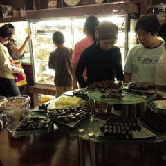 Photo taken at Dapur Cokelat by Linda K. on 9/28/2013