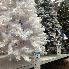 Photo taken at Lowe's Home Improvement by Eric A. on 11/7/2015