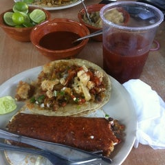 Photo taken at Tacos Don Manolito by Nat O. on 3/24/2013