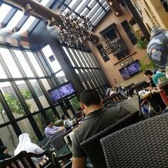Photo taken at مقهى البنديره - Al Bindaira Café by Ibrahim B. on 10/18/2014