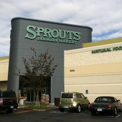 Photo taken at Sprouts Farmers Market by Jovon M. on 10/12/2012