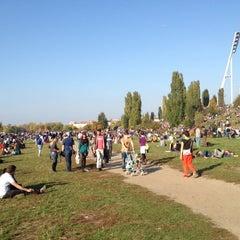 Das Foto wurde bei Flohmarkt am Mauerpark von Frederick M. am 10/21/2012 aufgenommen
