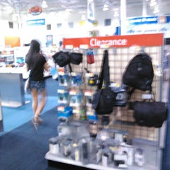 Photo taken at Best Buy by Ezguith B. on 5/17/2013
