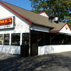 Photo taken at Jake's Wayback Burgers by Joseph L. on 10/5/2012