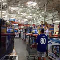 Photo taken at Costco Wholesale Club by Stephen W. on 9/8/2013