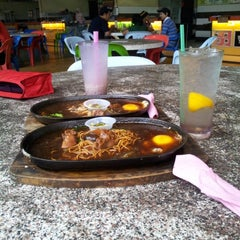 Photo taken at Maza Jungle Food Court by Nurul A. on 1/24/2013