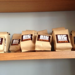 Photo taken at Big Shoulders Coffee by memo v. on 10/20/2012