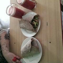 Photo taken at Polen (Comida Vegetariana) by Jhon D. on 9/30/2013