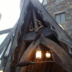 Photo taken at The Three Broomsticks by Hoang P. on 12/30/2012