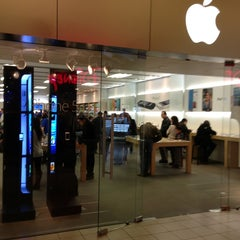 Photo taken at Apple Store, Freehold Raceway Mall by Majed A. on 3/30/2013