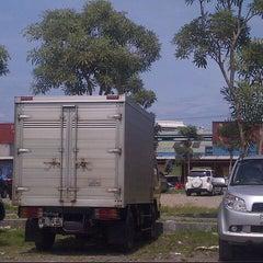 Photo taken at Jalan Bubutan by Kukuh D. on 4/22/2013