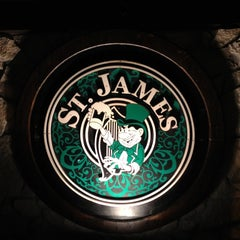Photo taken at St. James Irish Pub by Liuk on 9/16/2012