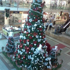 Photo taken at Center Um Shopping by Wilde J. on 11/19/2012