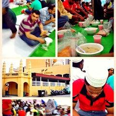 Photo taken at Masjid Angullia (Mosque) by Gunawan A. on 7/12/2014