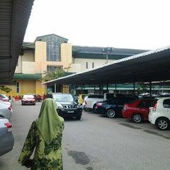 Photo taken at Giant Hypermarket by sha i. on 1/31/2013